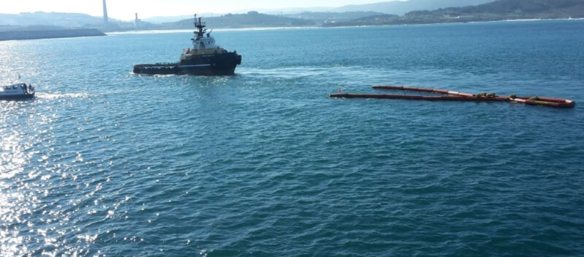 An Oil Spill Drill in the Outer Harbour of A Coruña tested the operation of the Aquasafe Galicia system